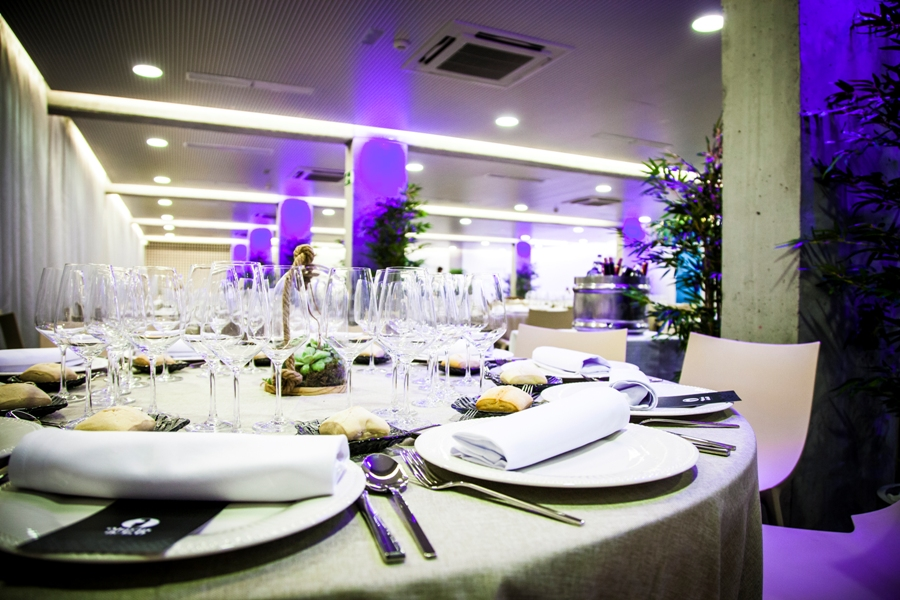 Primer plano de mesa para banquete