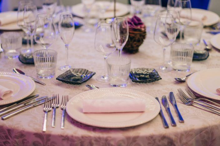 Primer plano de mesa para bodas
