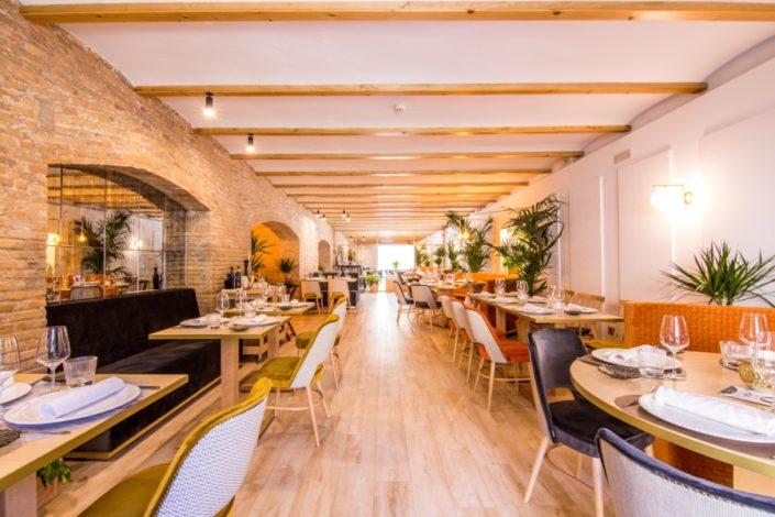 Vista de la zona de mesas del restaurante